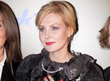 Рената Литвинова удивила общественность своим парадным платьем