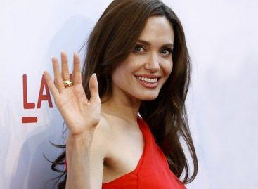 Анджелину Джоли обвинили в сговоре с известной фармацевтической компанией