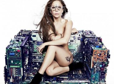 Для нового альбома Леди Гага обнажилась