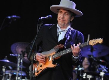 Гитара Боба Дилана выставлена на аукцион