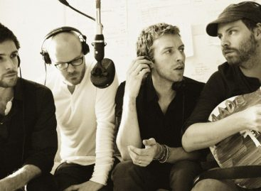 Coldplay представили трек «Another's Arms»