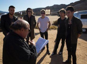 "Дэнни Де Вито работает с One Direction над клипом ""Steal My Girl"""