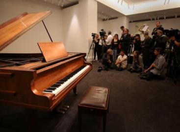 Пианино квартета АВВА продадут с молотка