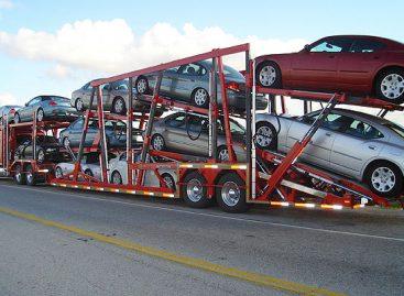 Реекспорт машин из России способствует девальвации рубля