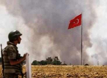 Турция применила артиллерию против курдов и ИГ