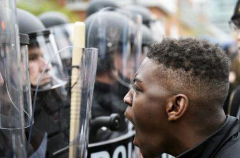 В Северной Каролине продолжаются беспорядки – введено ЧП