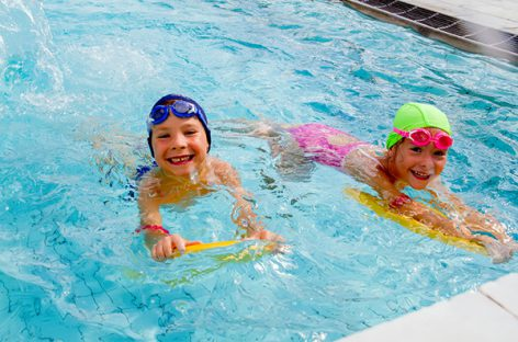 Отдаем ребенка на плавание: что нужно знать?