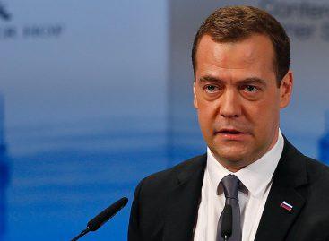 Медведев рассказал о закупках препаратов для ВИЧ-инфицированных