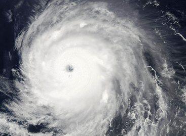 Новый шторм в Тихом океане