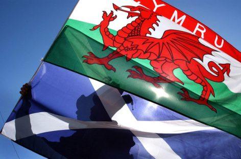 Шотландия и Уэльс не поддержали Мэй