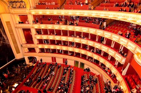 Еще две мировые оперы перешли в онлайн