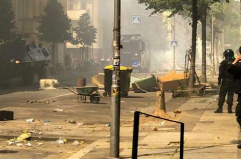 Столкновения в Берлине: пострадали полицейские