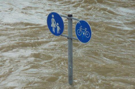 Власти ЕС могли спасти сотни жизней, оповестив о наводнении
